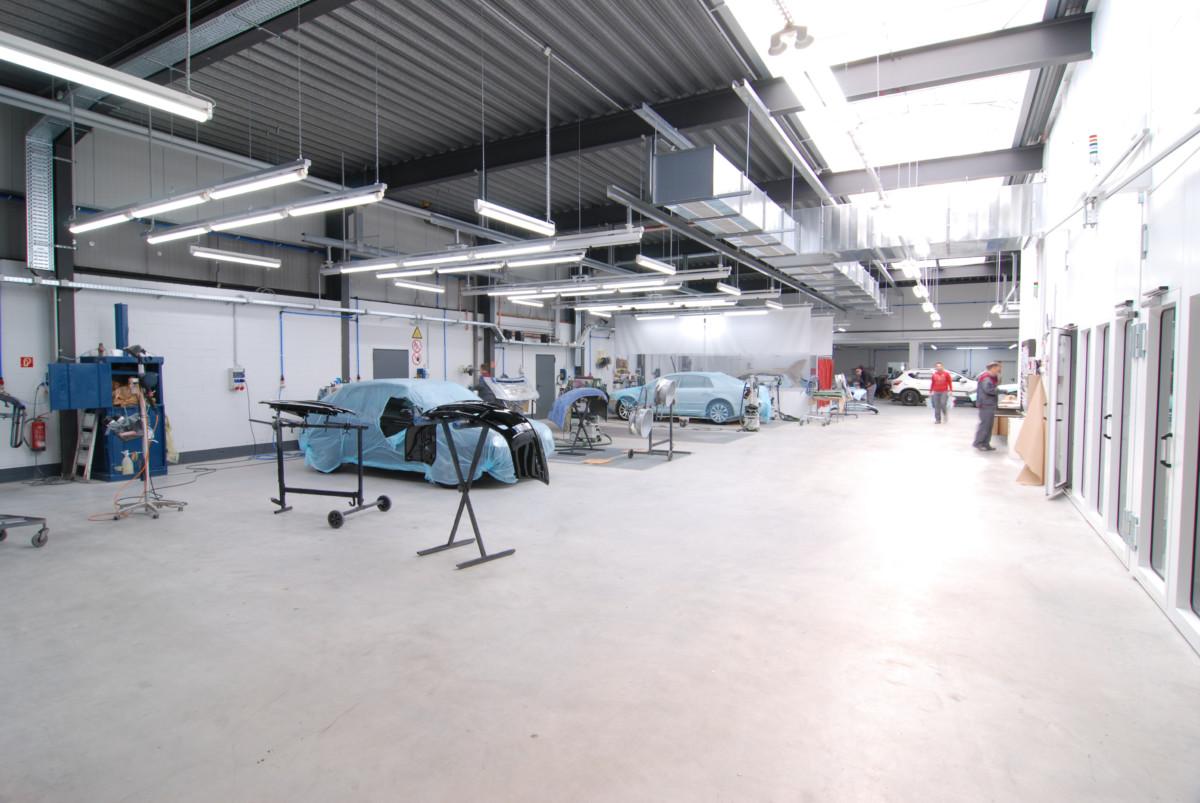Innenansicht der Autolackierung Hofer in Kiel Kronshagen